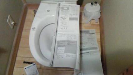 温水便座(ウォシュレット)交換(その1)、型紙を当てた状態