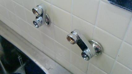 シャワーセット交換(その1)、新しいクランクを設置しました。